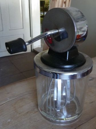Het ultieme keukengereedschap: de mixer. Werkt het prima, is een van de weinige die ik al vaker gebruikt heb.