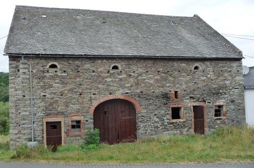 The barn as course venue.